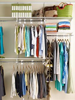 Чистое белье в шкафу